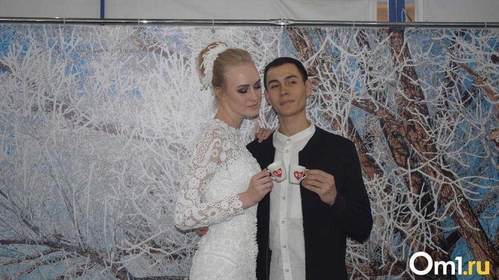 Омичам посоветовали не приглашать на свадьбы больше 10 человек