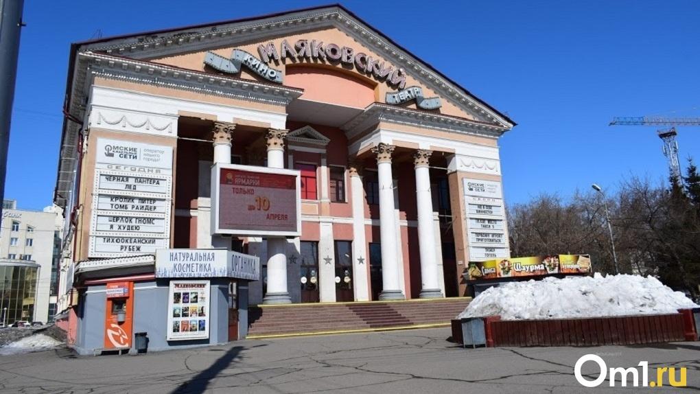 В Омске до конца августа могут открыть кинотеатры и рестораны