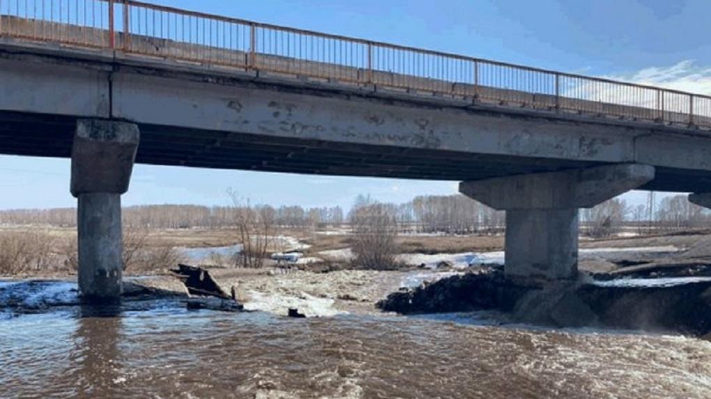 Мост под угрозой. Талые воды прорвали дамбу в Ордынском районе Новосибирской области