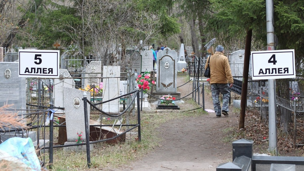 В Омской области вандалы разграбили кладбище