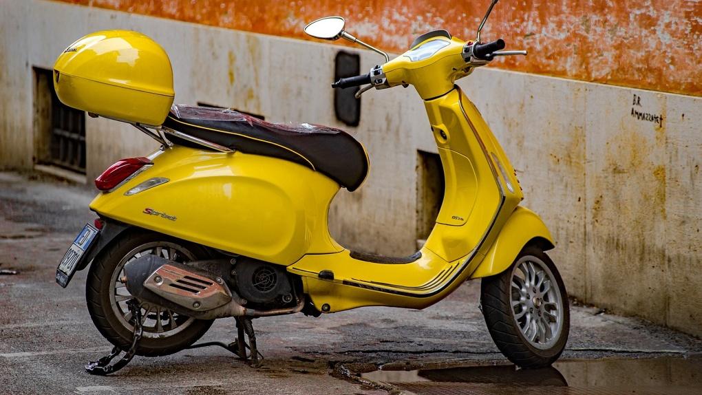 Новосибирец удирал от полицейских на скутере и своих двоих
