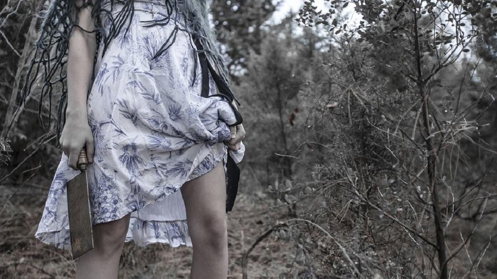 Беременную омичку и двух ее приятелей судят за разбой и убийство