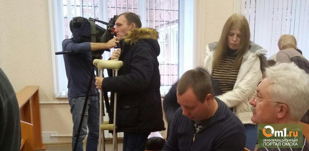 Машинист, обвиняемый в падении крана в Омске, просил признать себя потерпевшим