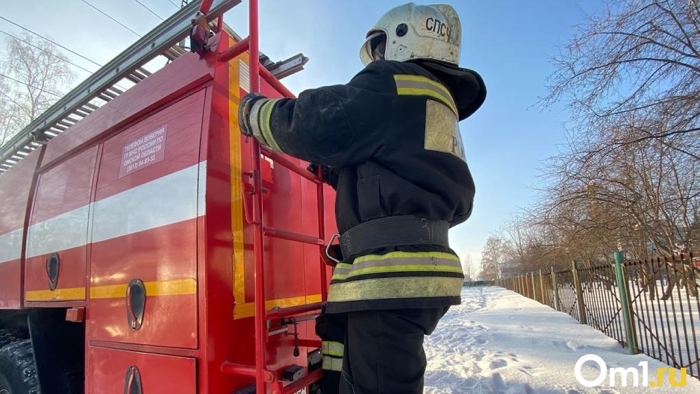 Ночью в Омске случился крупный пожар, который тушили 40 человек