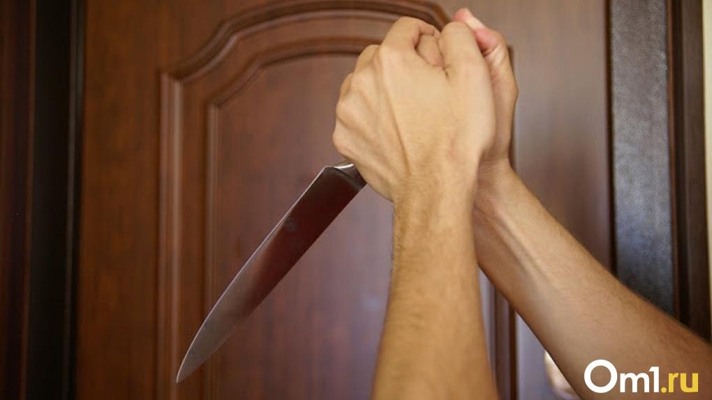 Омский восьмиклассник воткнул нож в отца-грузчика