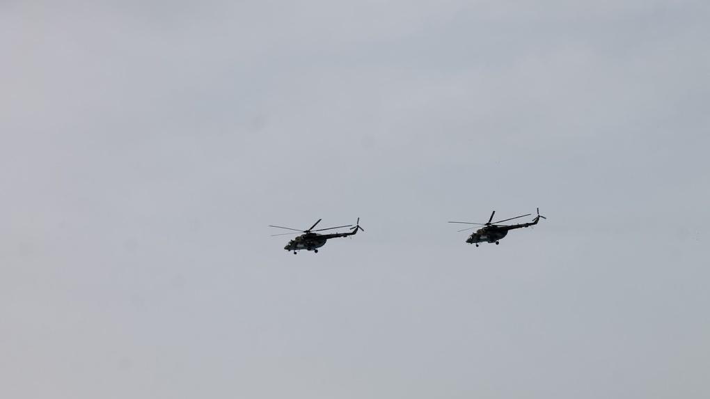 «К чему готовятся?». В небе над Омском заметили несколько боевых вертолетов