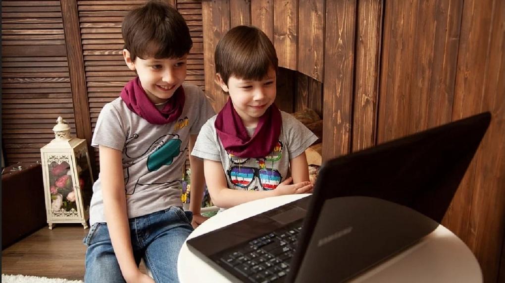 Уроки по 30 минут и жесткий контроль: как будут дистанционно учиться омские школьники