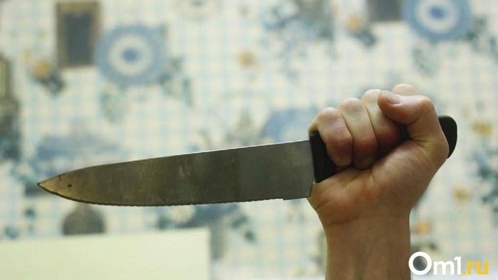 Ещё один маньяк? За омичкой с ножом по скверу гонялся неизвестный мужчина