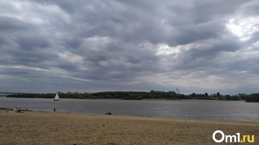 На Омск надвигается сильный шторм с грозой. Температура упадёт до +3 градусов