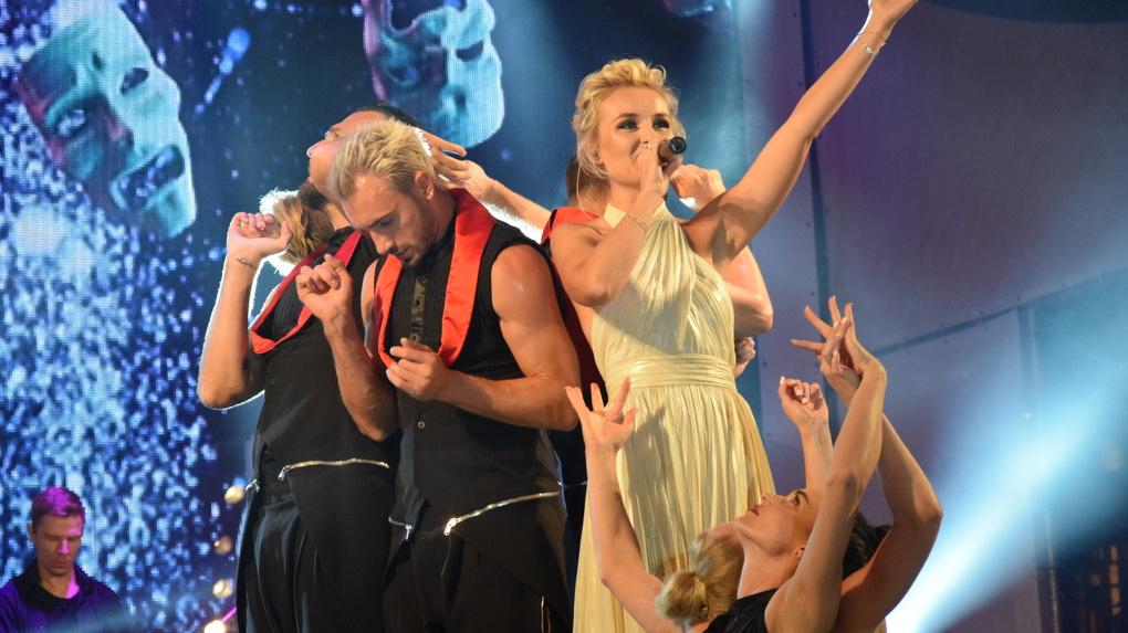 Полине Гагариной пришлось прервать концерт в Омске из-за давки