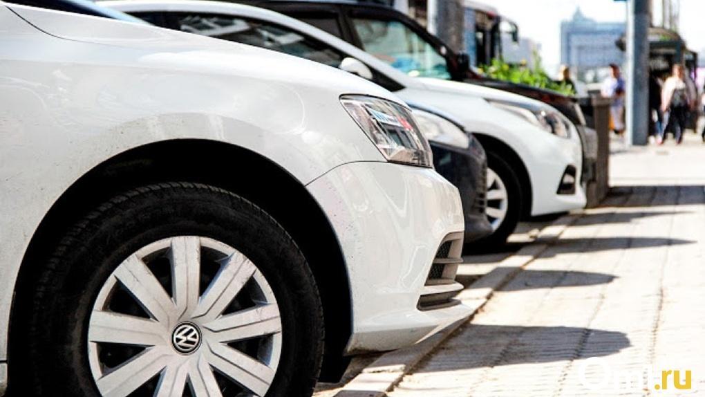На площади в центре Омска установят 16 подарочных автомобилей
