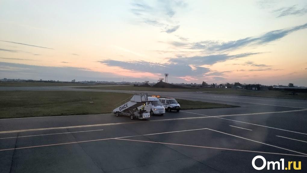 Губернатор Бурков пытается наладить прямое авиасообщение между Омском и Беларусью
