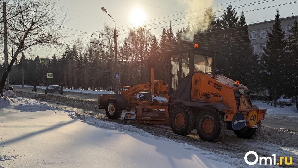 Против гололёда. Омские дорожные службы ставят новые рекорды по вывозу снега из города