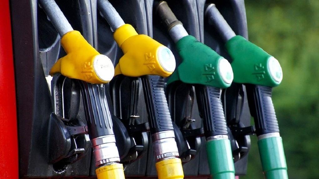 В Омской области снова подорожал бензин