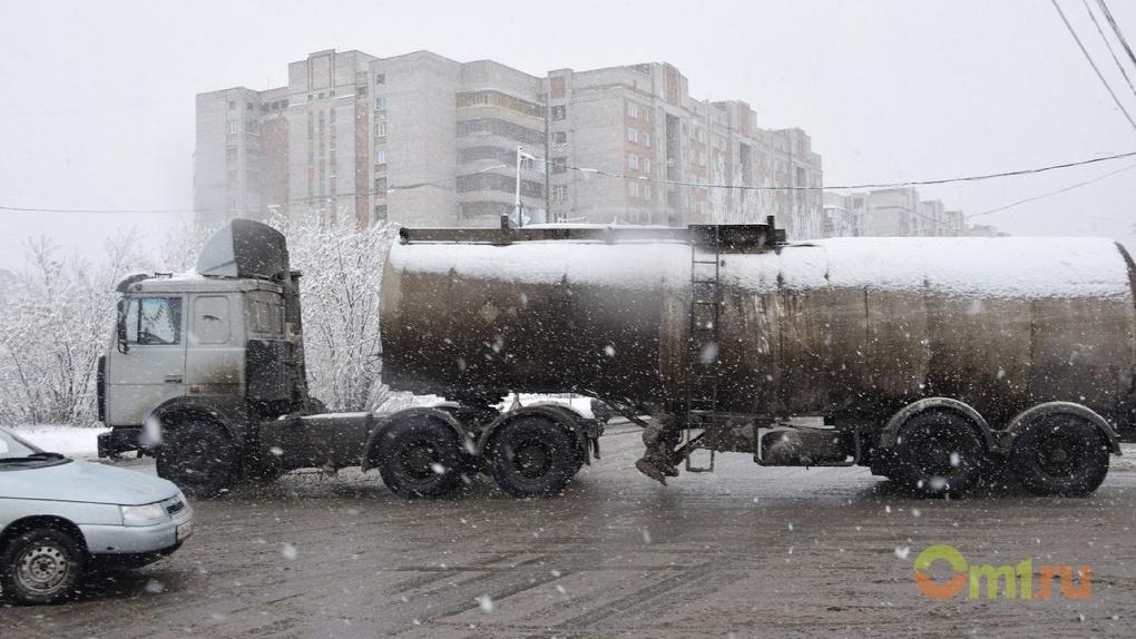 Омичи пытались продать топливо из Казахстана, выдавая его за элитное
