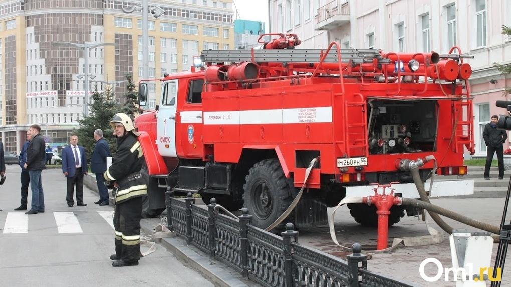 В Омске на рынке нашли «бомбу». Посетителей и продавцов срочно эвакуировали