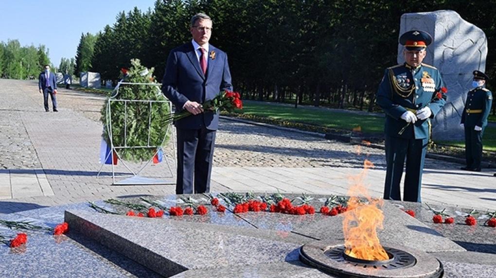В День Победы губернатор Омской области почтил память героев войны