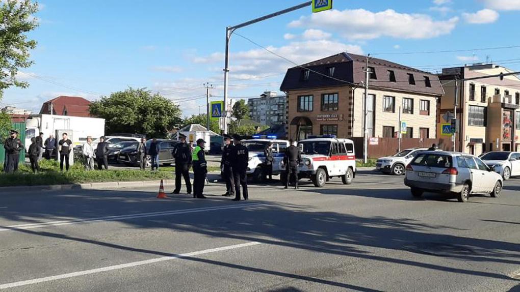 Рыдал над трупом сына: очевидец рассказал шокирующие подробности смертельной аварии в Новосибирске