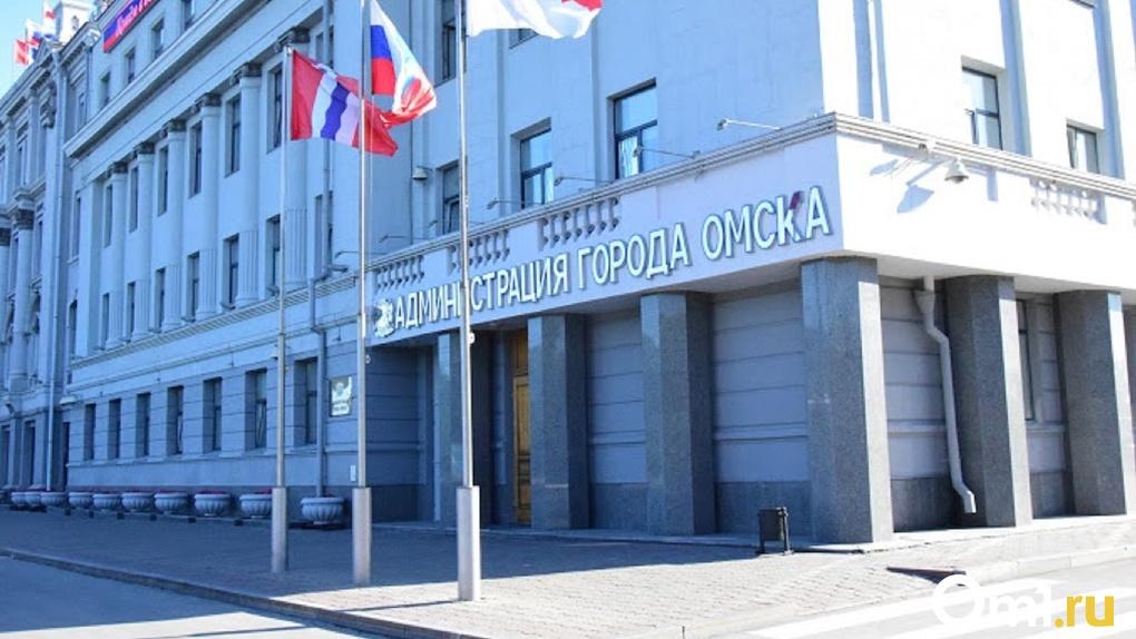 В Омске полицейские оцепили здание администрации