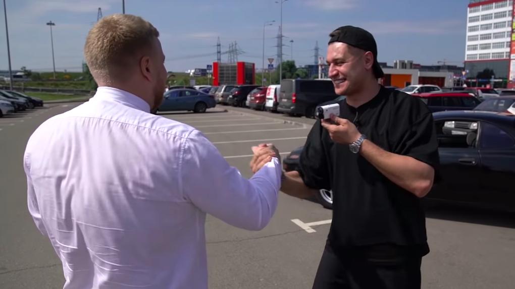 Новосибирский жених Бузовой Дава подарил подписчику машину