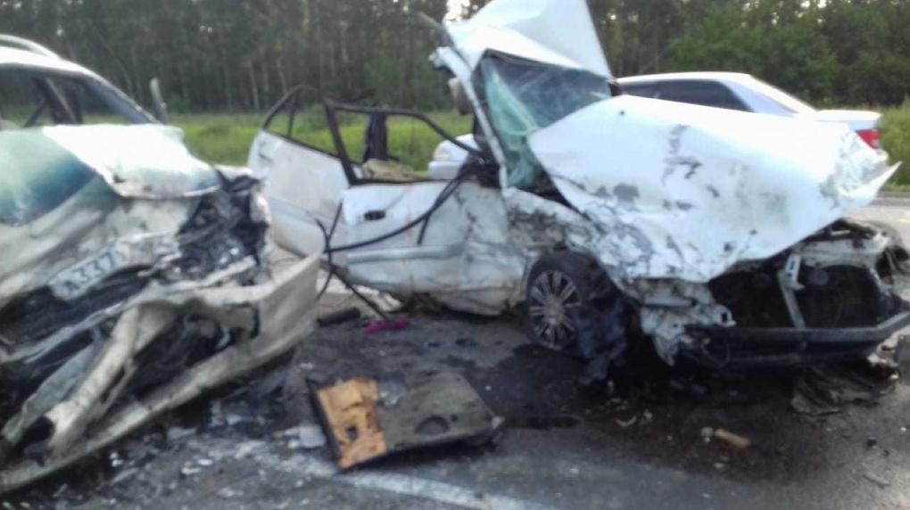 Двое погибли, пятеро травмированы: страшное ДТП произошло на трассе «Новосибирск — Ташанта»
