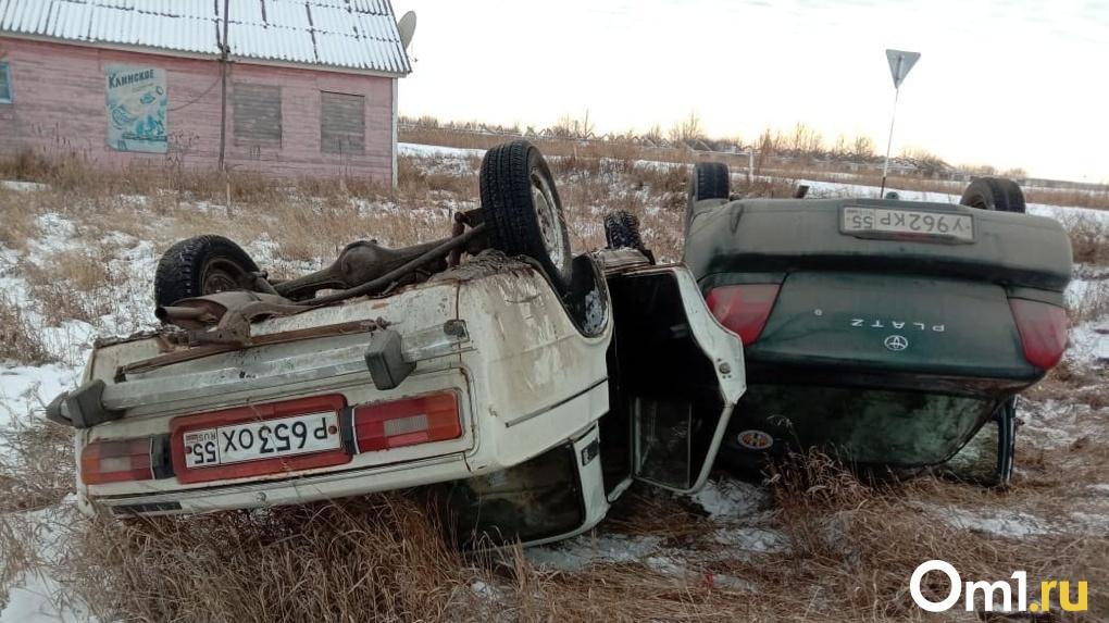 В Омской области опрокинулся автомобиль с двумя детьми