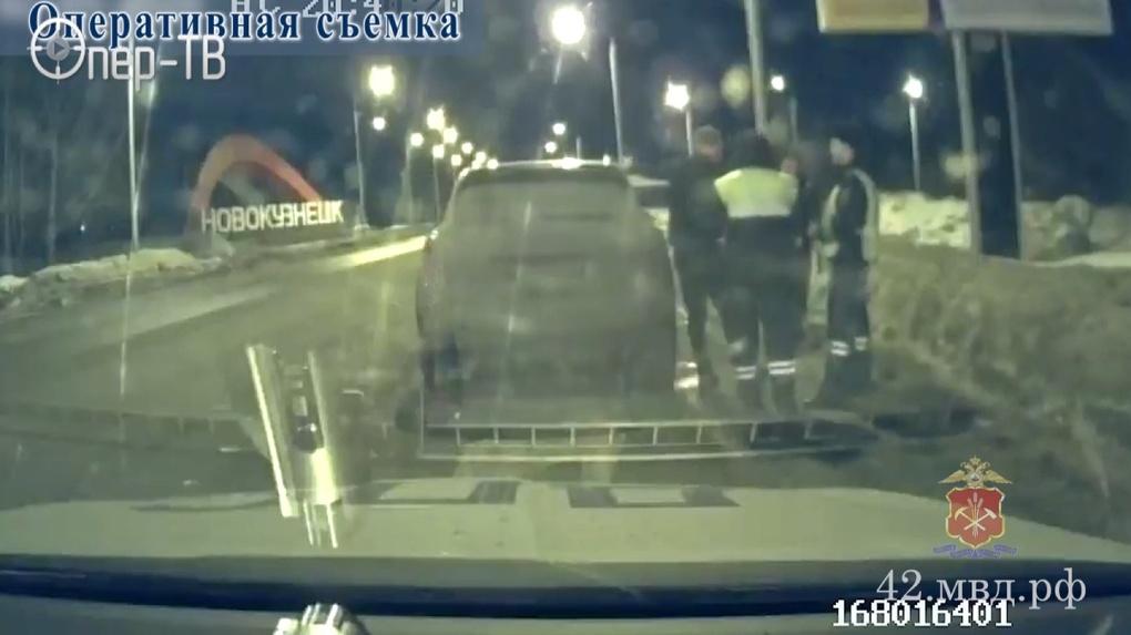 Лихач из Новосибирска удирал от кузбасской полиции со скоростью 230 километров в час