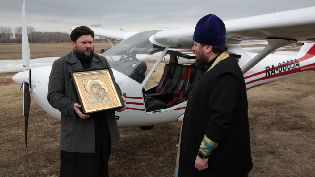 Вокруг Омска совершили облет с иконой в защиту от коронавируса