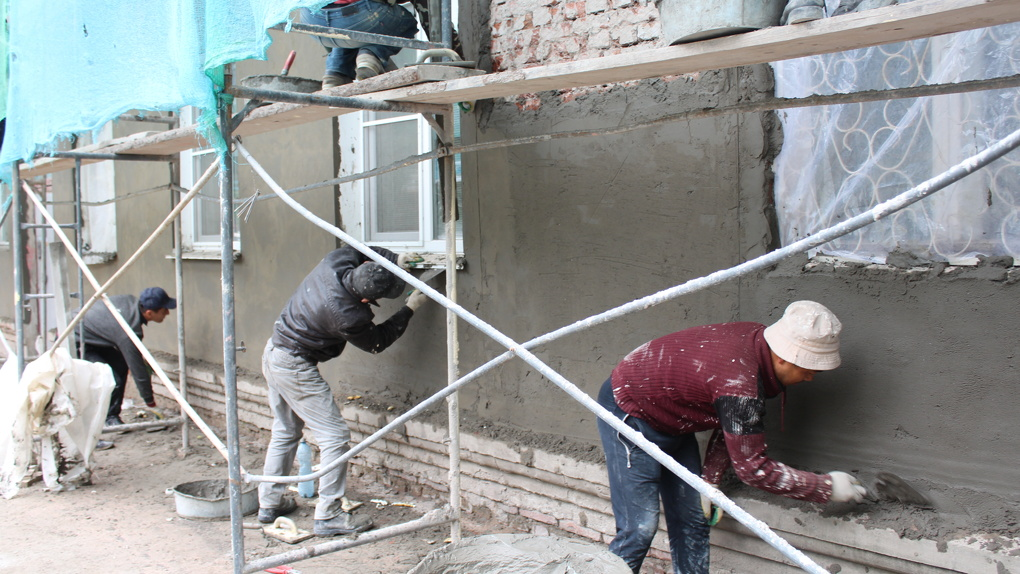 В Омске отказались от сайдинга в пользу «шубы» на домах