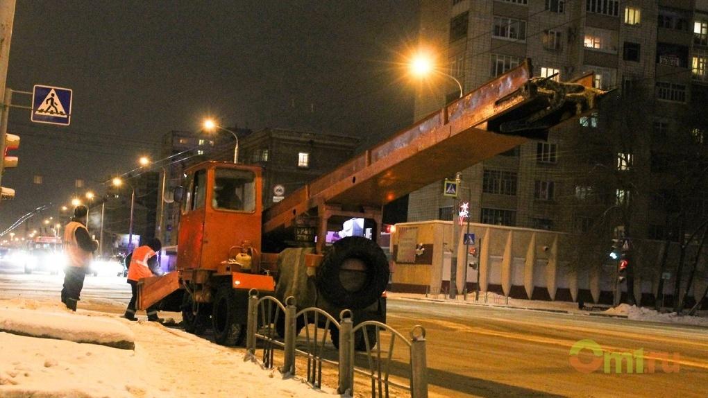 Фадина поручила коммунальщикам в праздники чистить дороги Омска без выходных
