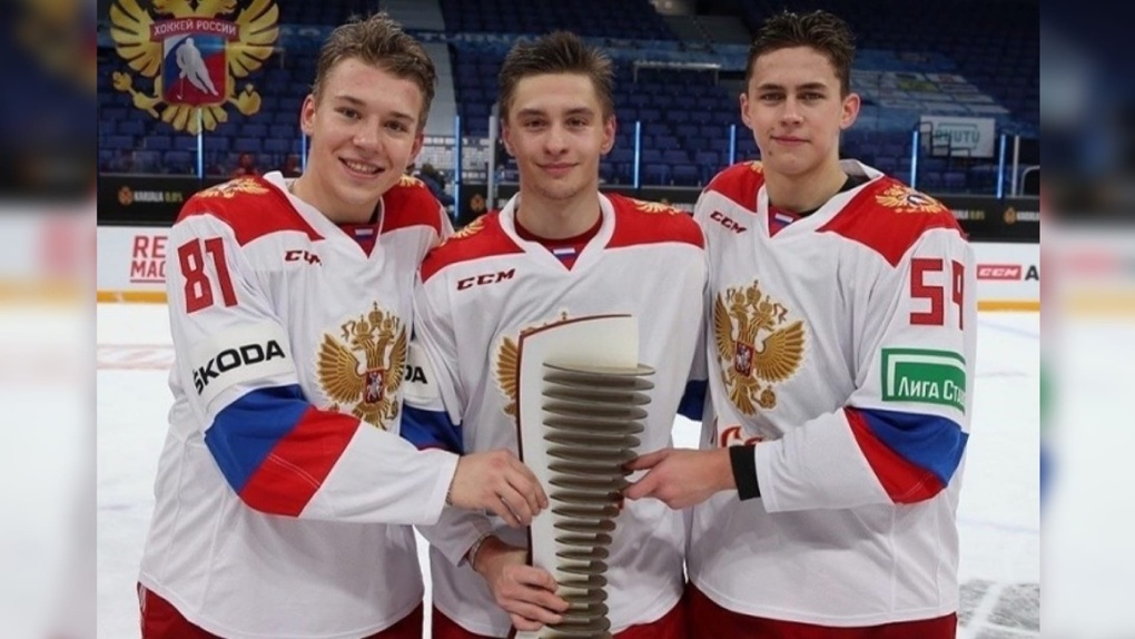 Трое хоккеистов омского «Авангарда» поедут в Канаду играть в «молодёжке»