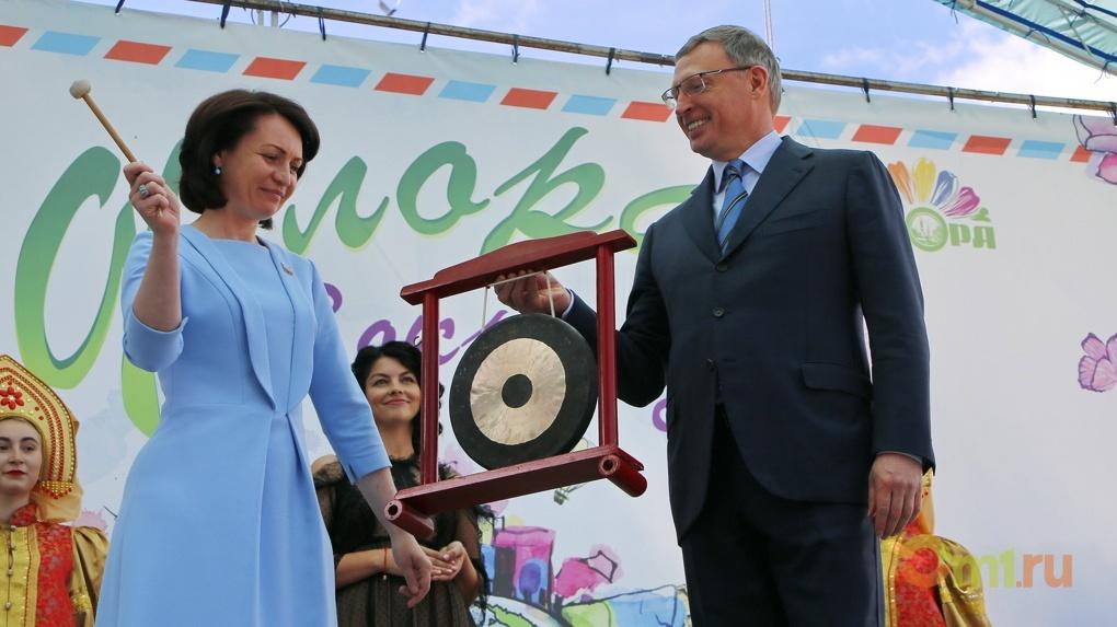 Бурков и Фадина гонгом открыли омскую «Флору»