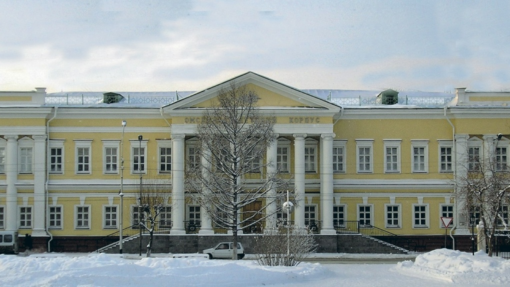 Омские власти уберут все «пивнушки» из сквера возле кадетского корпуса