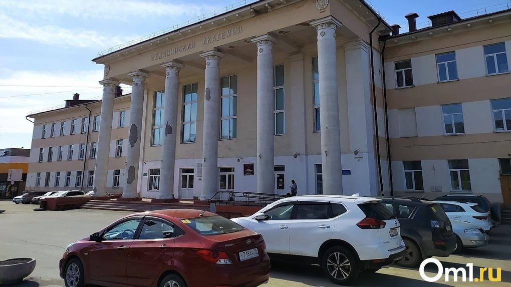 Трещина на лобовом стекле может обойтись омичам штрафом в 500 рублей