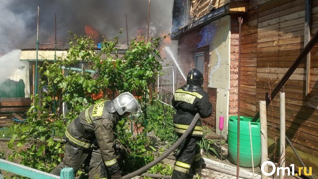 Очередной пожар. В Омске сгорело ещё два дома
