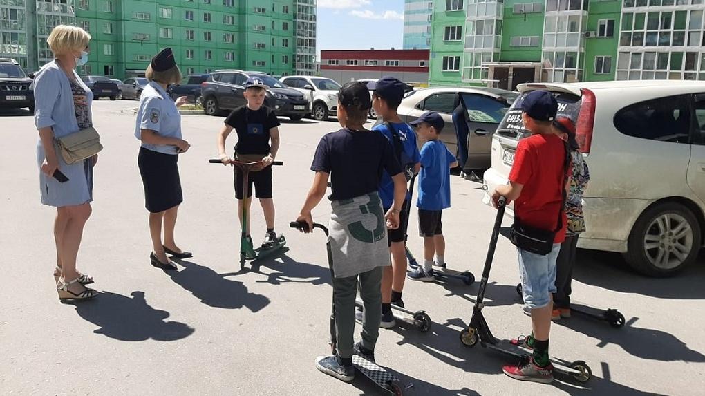 В Новосибирске резко выросло число сбитых самокатчиков и велосипедистов