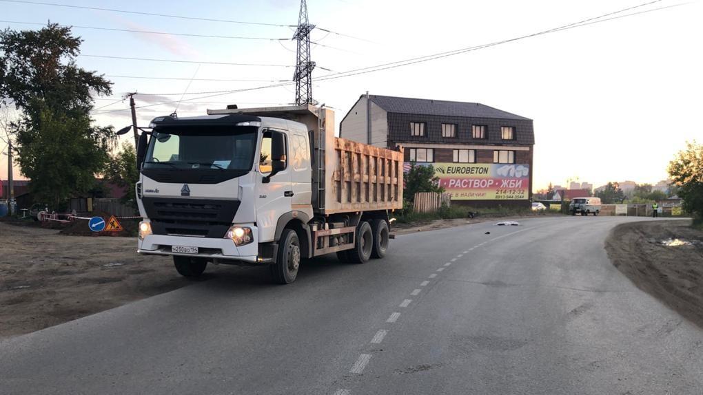 В Новосибирске грузовик раздавил ночного пешехода