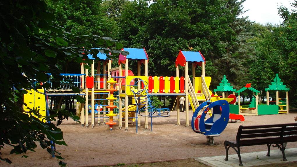 В омских дворах установят тренажеры и оборудуют детские площадки