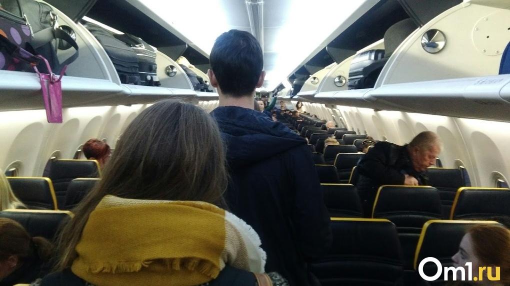 Пассажира, летевшего в Омск и устроившего дебош в самолёте, могут посадить на 5 лет