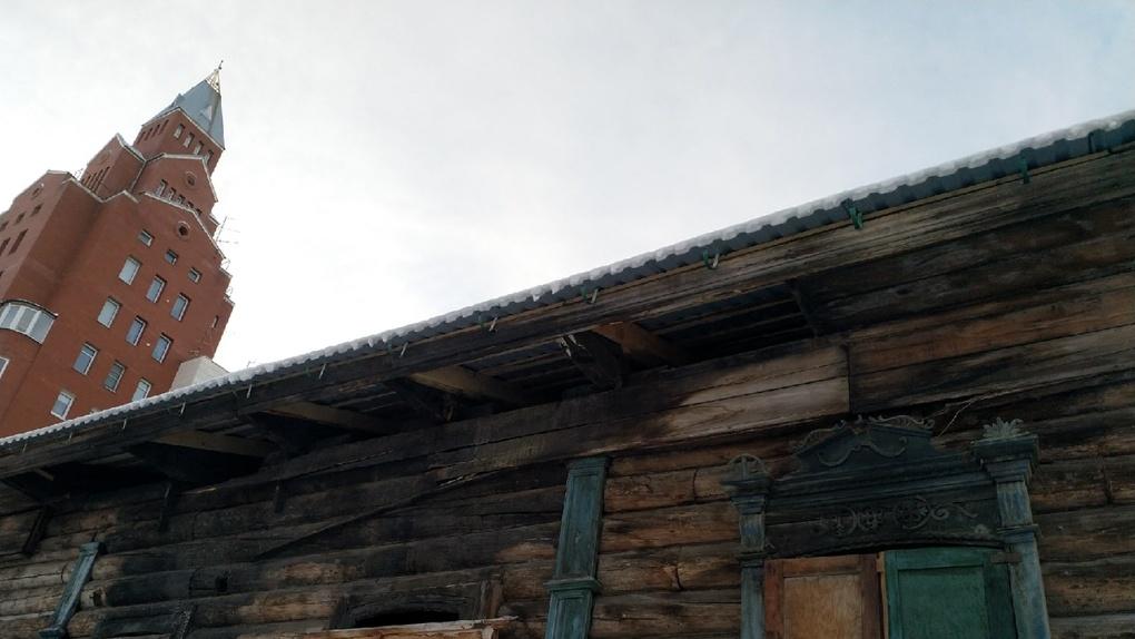 Омскому бизнесмену грозит штраф за спасение исторического здания от разрушения