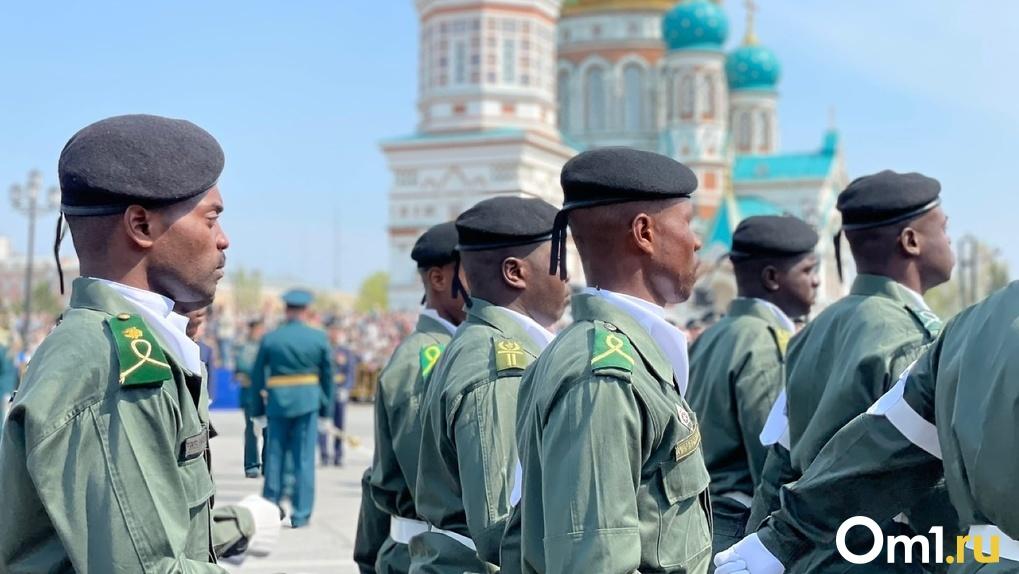 Омск прославился на весь мир парадом Победы с участием курсантов из Африки. ФОТО