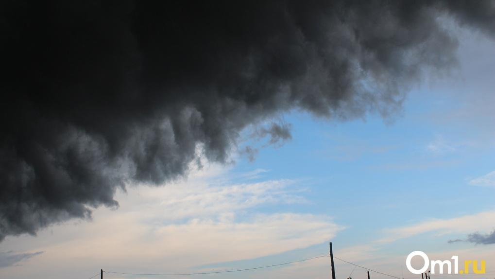 На Новосибирск надвигается гроза и шквальный ветер