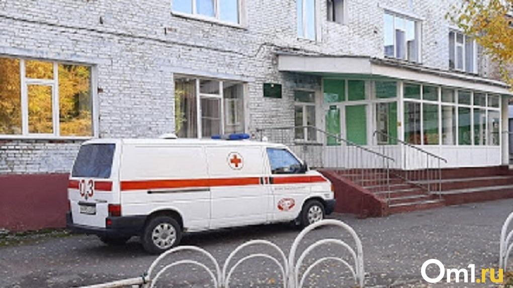 Больного коронавирусом и туберкулёзом новосибирца в холод высадили из машины скорой помощи