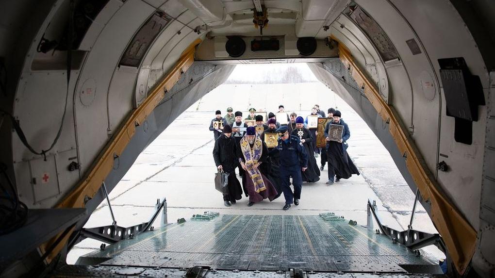 Митрополит три часа летал над Омском, чтобы уберечь регион от коронавируса