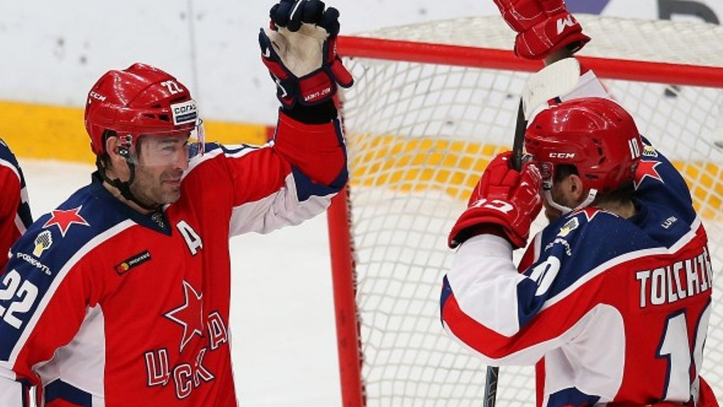 Ветеран «Авангарда» Александр Попов продолжит играть за ЦСКА