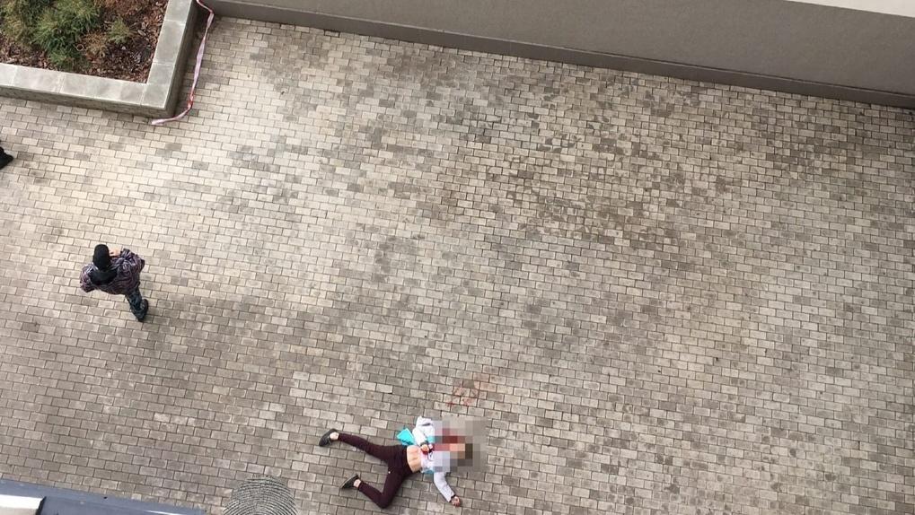 В Новосибирске насмерть разбилась девушка, выпав из окна 17 этажа