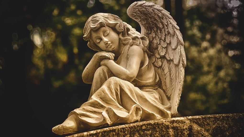 Новосибирцам запретили ходить на кладбища