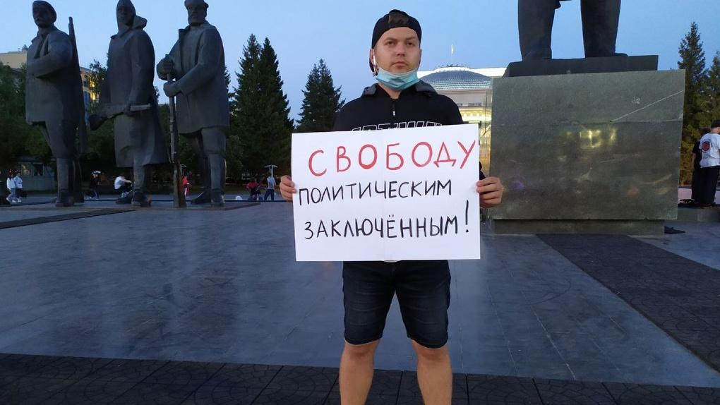 Свободу политзаключённым: очередная серия пикетов в поддержку Беларуси прошла в Новосибирске