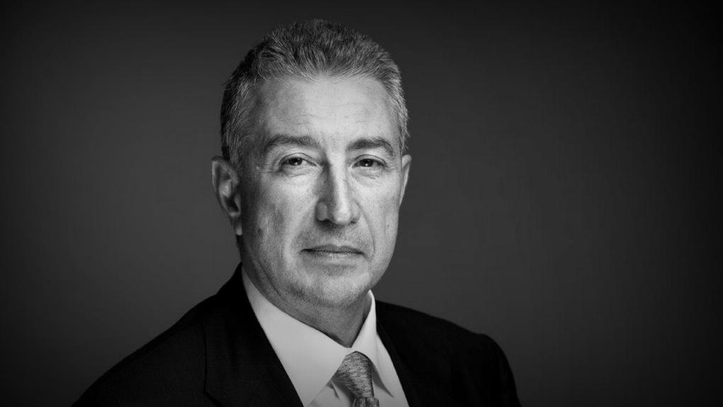 Уехавший из Омска известный банкир умер от коронавируса