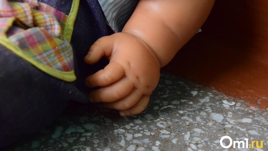 Маленькую омичку, которая три года воспитывалась в чужой семье, окончательно забрали от приемной мамы